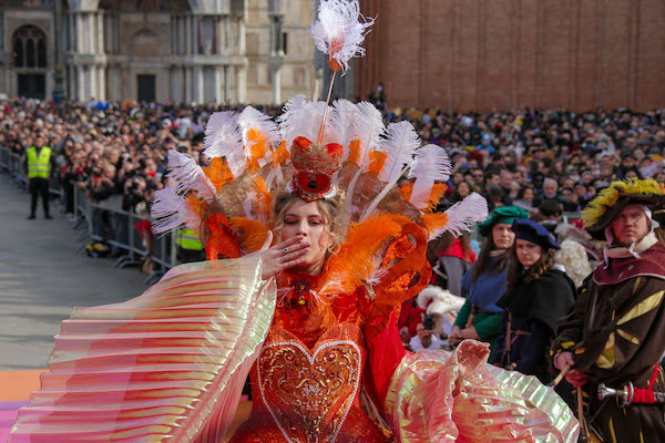 venice--city-of-italy-to-visit-Carnival_of_Venice23.jpg