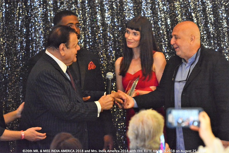 metan-global-entertainment-group---founder-larry-namer-Lifetime_Achievement_Award_presented_to_Paul_Sorvino_by_Larry_Namer_and_Claudia_Graf.jpg