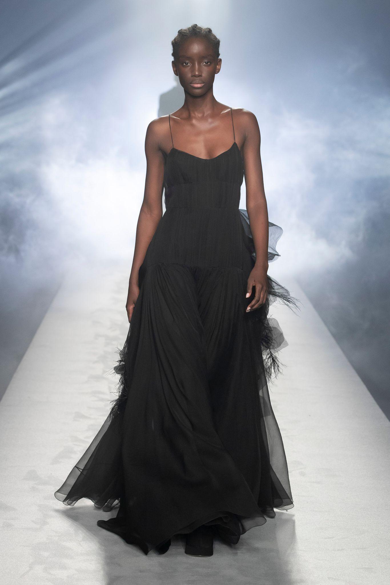 milan-fashion-week--alberta-ferretti-autumn-winter-2022-collection-milan-fashion-week--alberta-ferretti-autumn-winter-2022-collection_(8).jpg