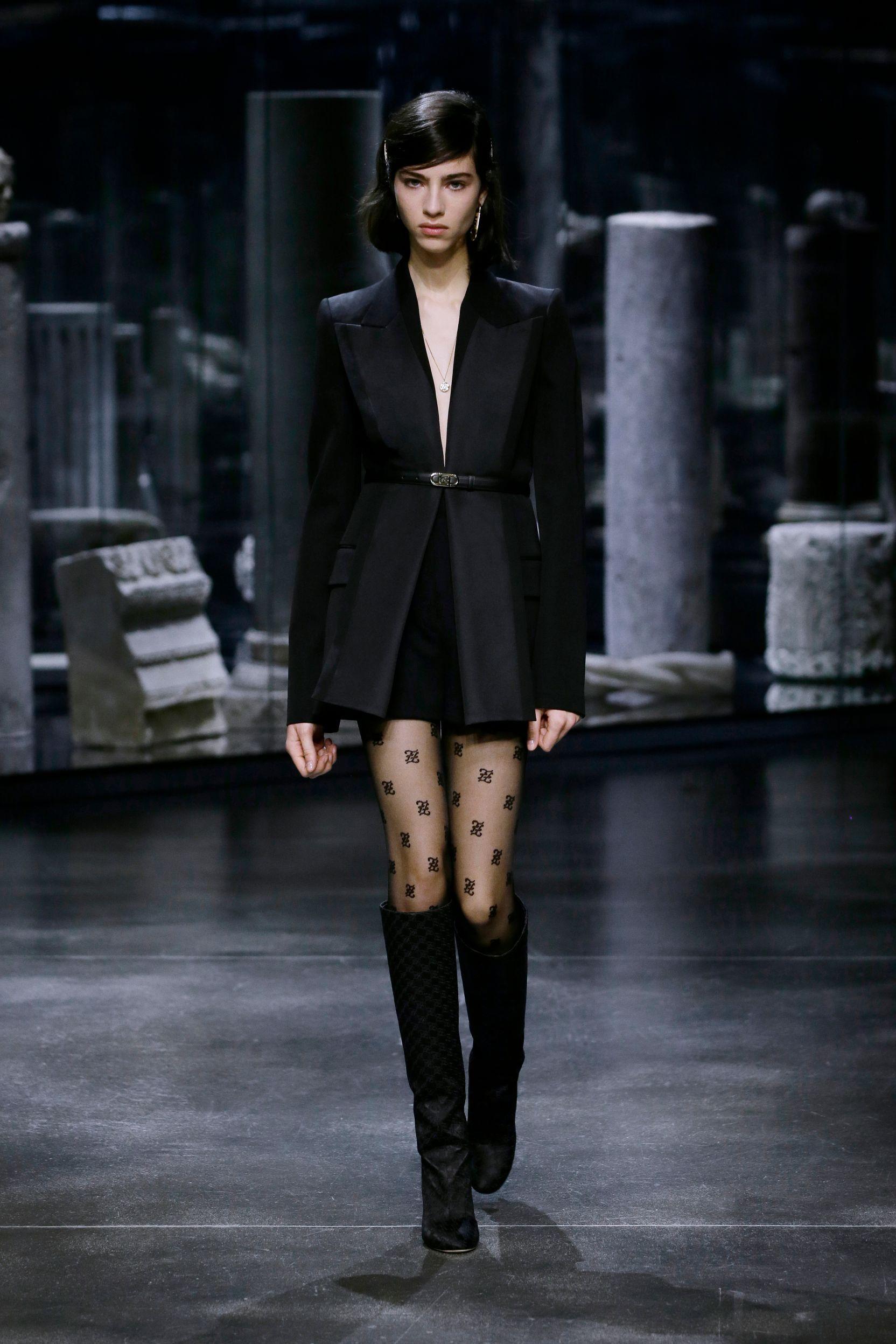 milan-fashion-week--fendi-autumn-winter-2022-collection-54_FENDI_WOMEN_FW_21_22.jpg