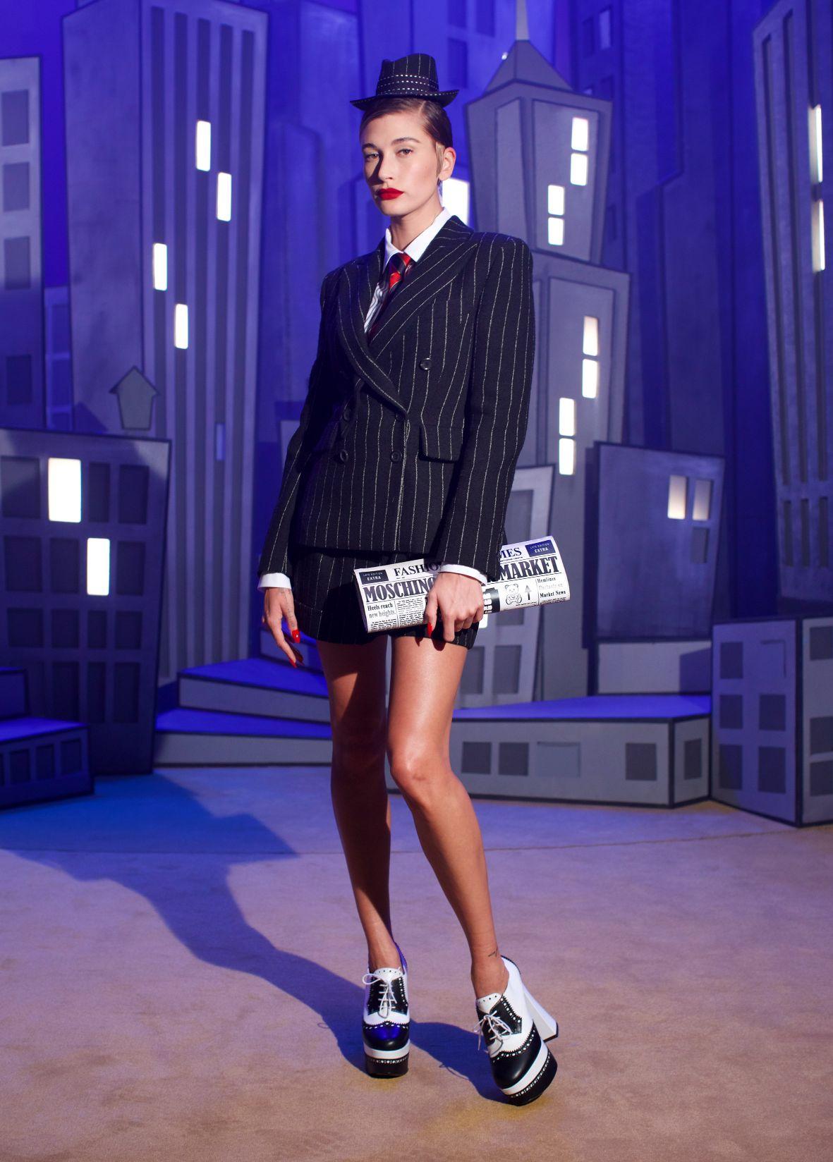 milan-fashion-week--moschino-autumn-winter-2022-collection-Milan_Fashion_Week_Moschin__2022___(3).jpg