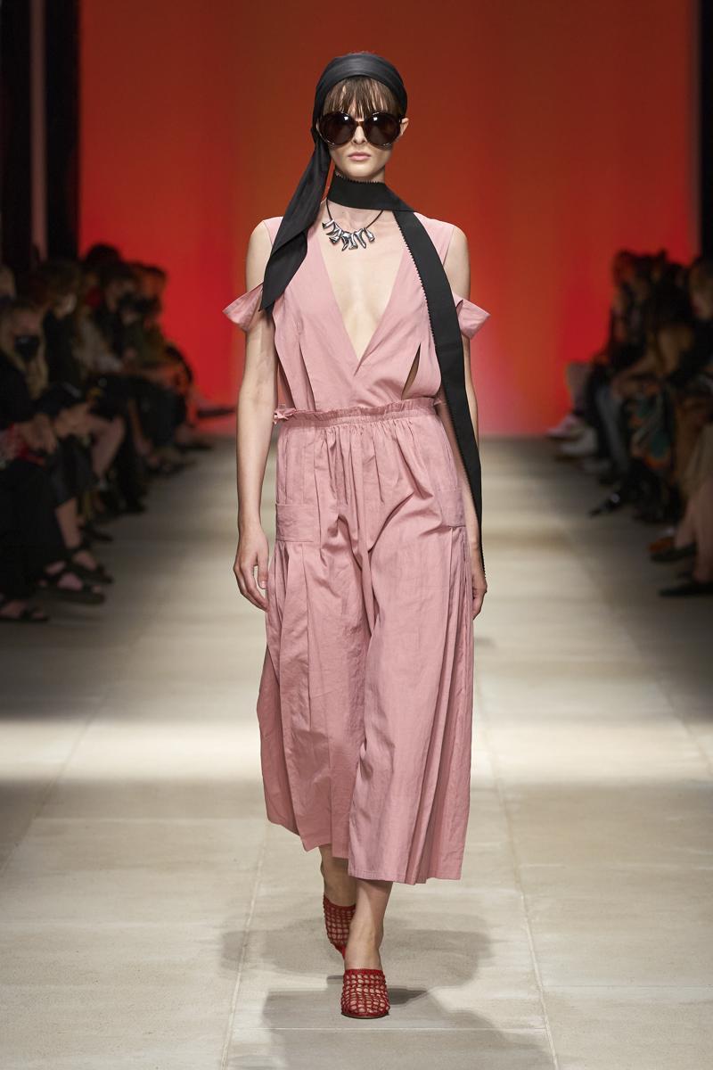 milan-fashion-week--salvatore-ferragamo-spring-summer-2022-collection-milan-fashion-week--salvatore-ferragamo-spring-summer-2022-collection_(1).jpg